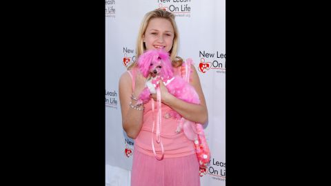 """Bartusiak and her dog Pippa attend the 4th Annual """"Nuts For Mutts"""" dog show and pet adoption at Pierce College on April 3, 2005, in Woodland Hills, California."""