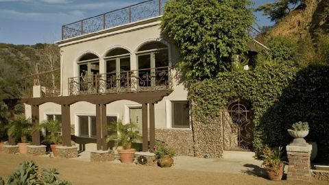 """Harry Houdini: Los Angeles -- <a href=""""http://www.travelandleisure.com/articles/celebrity-homes-you-can-rent/12"""" target=""""_blank"""" target=""""_blank"""">See More Celebrity Homes You Can Rent  </a>"""