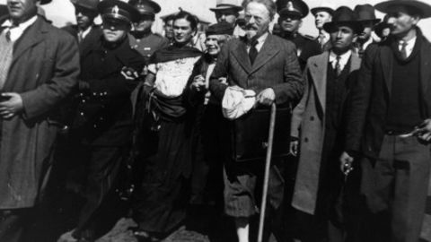 Trotsky and his wife arrive in Mexico in 1937, surrounded by police, and Kahlo. - (Getty Images)
