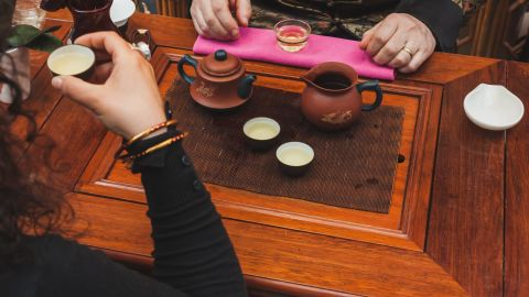 """Tea has been around for 5,000 years, but new research suggests that drinking green tea can improve attention span and<a href=""""http://www.ncbi.nlm.nih.gov/pubmed/24643507"""" target=""""_blank"""" target=""""_blank""""> boost your brain</a> for mentally challenging tasks. The <a href=""""http://hub.jhu.edu/2014/01/12/caffeine-enhances-memory"""" target=""""_blank"""" target=""""_blank"""">caffeine</a> in the beverage can also help with memory recall and processing."""
