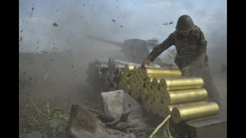Ukrainian soldiers fire shells toward rebel positions near Pervomaysk, Ukraine, on Saturday, August 2.