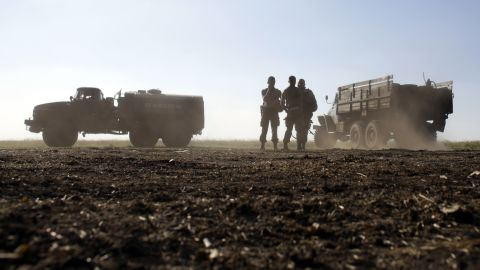 Ukrainian forces take their position not far from Luhansk on August 20.