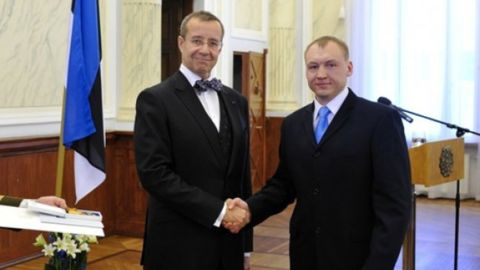 Russia said it detained Eston Kohver. Kohver, right, is pictured in 2010 with Estonian President Toomas Hendrik Ilves.