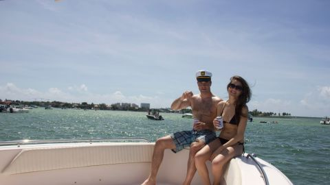 A couple enjoying an efficient getaway through boat-lending service Boatbound.