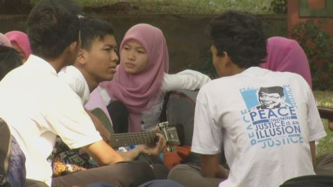 pkg stevens indonesia young muslims isis_00004726.jpg