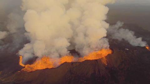 drone footage of Iceland volcano eruption_00001601.jpg