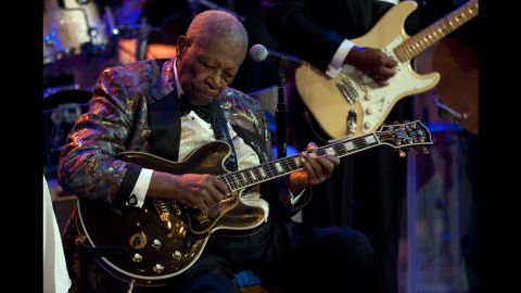 """B.B. King plays during a celebration of Blues music and in recognition of Black History Month as part of their """"In Performance at the White House"""" series in Washington, DC,  February 21, 2012.        AFP PHOTO/Jim WATSON (Photo credit should read )"""