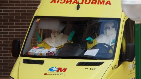 Medical workers wearing protective clothing arrive at an apartment building, the private residence for Spanish nurse, Teresa Romero who has tested positive for the Ebola virus on October 8, 2014 in Alcorcon, near Madrid, Spain.