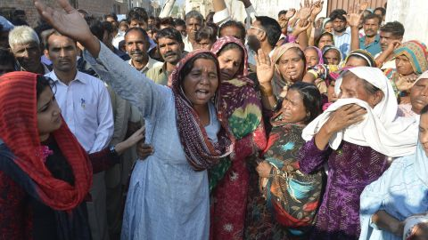 Relatives mourn the death of a Pakistani Christian couple in Kot Radha Kishan, some 60 kilometres (40 miles) southwest of Lahore on November 5, 2014. An enraged Muslim mob beat a Christian couple to death in Pakistan and burnt their bodies in the brick kiln where they worked on November 4 for allegedly desecrating a Koran, police said.  AFP PHOTO/Arif ALI        (Photo credit should read)