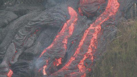 vo hawaii volcano lava flow burn fence_00001711.jpg