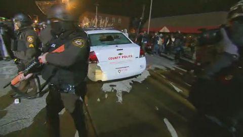 sot protesters smash polic car _00010715.jpg