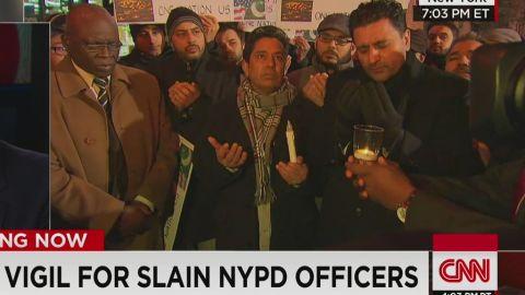 nr.ny.police.union.officials.blast.mayor.after.cop.killings_00025402.jpg