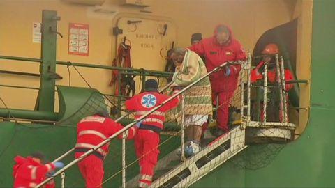 vo burning ferry passengers arrive_00001003.jpg