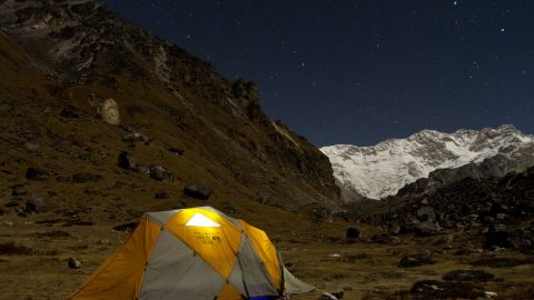 The high route on the Great Himalayan Trail it peaks at a breathless 6,146 meters (20,164 feet).