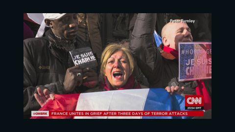 cnni holmes intv turnley images of paris_00013527.jpg