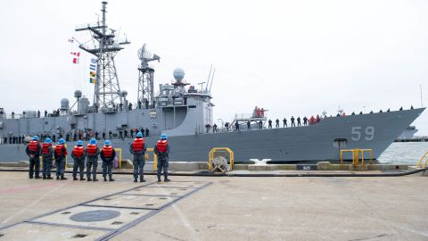 The guided-missile frigate USS Kauffman (FFG 59) departs Naval Station Norfolk on January 9, 2015, for its final deployment. The ship, the last operational Oliver Hazard Perry-class frigate, will fight drug trafficking in the Caribbean and off South America.