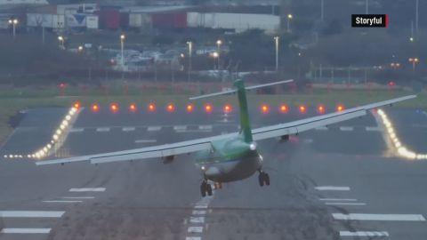 orig natpkg uk plane sideways landing wind_00000829.jpg