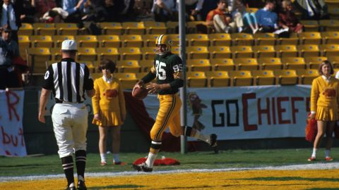 <strong>First score in Super Bowl history:</strong> In the first quarter of what we know now as Super Bowl I, Green Bay Packers wide receiver Max McGee scored a touchdown on a 37-yard pass from Bart Starr. McGee made the catch with one hand, reaching behind him before speeding past the defender.