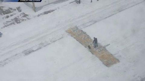 pkg wcvb mystery man shovel boston marathon_00001201.jpg