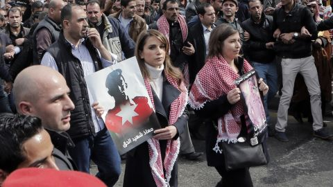 Jordanian Queen Rania, center, holds a placard during a demonstration in Amman, Jordan, on Friday, February 6, to express solidarity with the pilot murdered by ISIS.