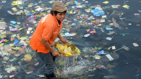 Plastic bags and other rubbish are collected from the shore of Manila Bay on 3 July, 2014 during a campaign by environmental activists calling for a plastic bag ban.