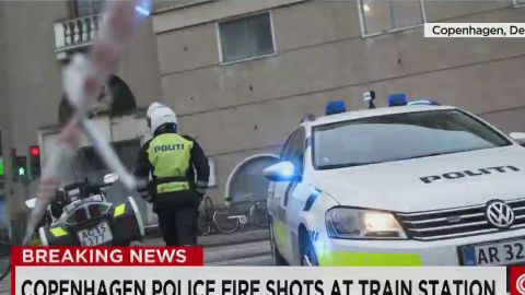 newsroom vo copenhagen police fire shots at train station_00004029.jpg
