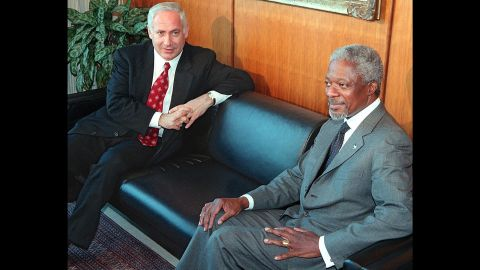 Netanyahu and UN Secretary-General Kofi Annan meet in Annan's office in New York on May 15, 1998.