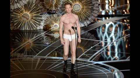 """Harris returns to the stage in his underwear, referencing a scene from """"Birdman."""""""