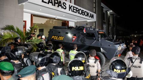 The police Barracuda vehicle arrive which is use to transfer the Bali Nine duo Andrew Chan and Myuran Sukumaran to Ngurah Rai International Airport during their transferred process from Kerobokan prison to Nusakambangan prison March 4, 2015 in Denpasar, Bali, Indonesia. Bali Nine duo Andrew Chan and Myuran Sukumaran have been transferred to the execution island Nusukamban where they will await their fate. Chan and Sukumaran were both sentenced to death after being found guilty of attempting to smuggle 8.3kg of heroin valued at around $4 million from Indonesia to Australia along with 7 other accomplices. (Photo by Agung Parameswara/Getty Images)