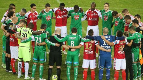 Fans were not the only ones who were moved -- the Reims and Saint-Etienne players came together in solidarity, holding each other in a circle whilst they observed a minute of silence.