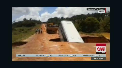 newday bus sinkhole brazil _00000601.jpg