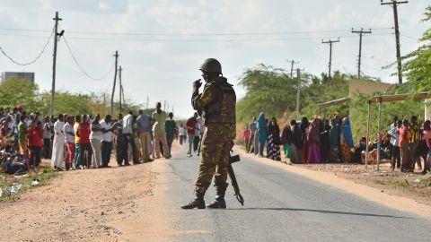 A Kenyan soldier stands guard in Garissa on April 2, 2015.