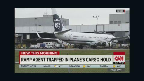 newday dnt marsh ramp agent plane cargo hold_00001614.jpg