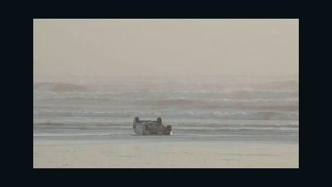 dnt wa ocean shores stranded car rescue_00005818.jpg