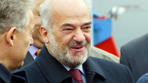 Iraqi Prime Minister Ibrahim al-Jaafari (C) shakes hands with officials upon his arrival at Ankara's airport, February 28,  2006.