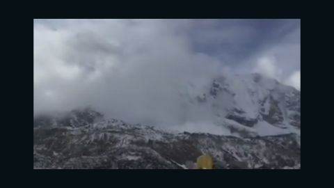 vo nepal earthquake mt everest moment of avalanche_00000728.jpg