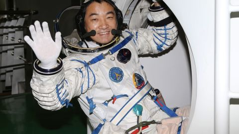 Zhang practices entering the return capsule on May 31, 2013.