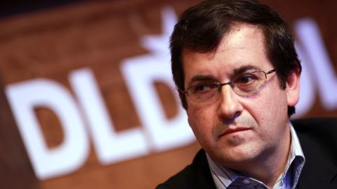 MUNICH, GERMANY - JANUARY 23: Dave Goldberg, CEO of SurveyMonkey, speaks during the Digital Life Design conference (DLD) at HVB Forum on January 23, 2012 in Munich, Germany. DLD (Digital - Life - Design) is a global conference network on innovation, digital, science and culture which connects business, creative and social leaders, opinion-formers and investors for crossover conversation and inspiration. (Photo by Johannes Simon/Getty Images)