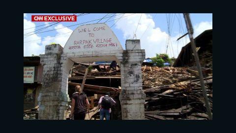 pkg damon nepal quake epicenter feat long_00023517.jpg