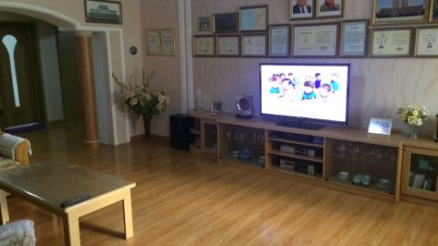 A flat-screen television sits prominently in the lounge.
