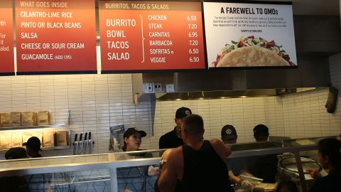 Chipotle, the popular burrito chain, announced on April 27 that it will only use ingredients free of genetically modified organisms (GMOs), although studies suggest that GMOs do not present a risk to human health.