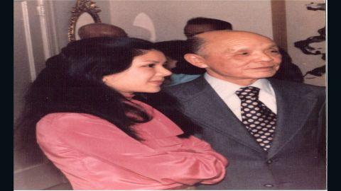 A photo of Manli Ho (L) and Dr. Ho Feng Shan (R) in 1977.