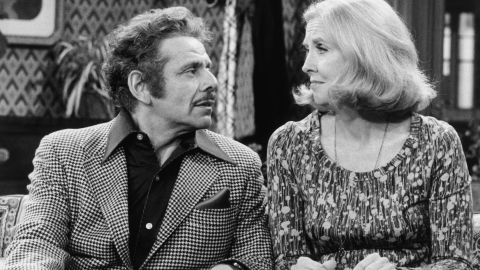 """Meara and Stiller on an episode of """"Rhoda"""" in 1976.  Meara appeared on the third season of the series as Sally Gallagher."""