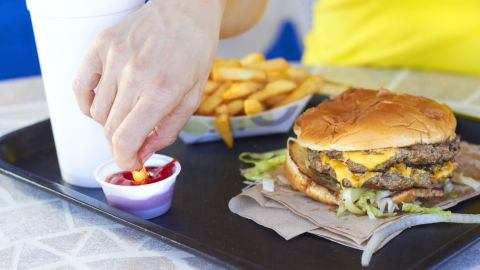 """<a href=""""http://dx.doi.org/10.1021/acs.estlett.6b00435"""" target=""""_blank"""" target=""""_blank"""">A study by the Silent Spring Institute</a> found fluorinated chemicals in one-third of the fast food packaging tested. Previous studies have shown PFASs can migrate from food packaging into the food you eat. What types of packaging pose the greatest risk? Click through this gallery to find out."""