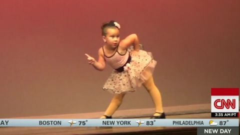 girl dances to aretha franklin sot newday_00005912.jpg