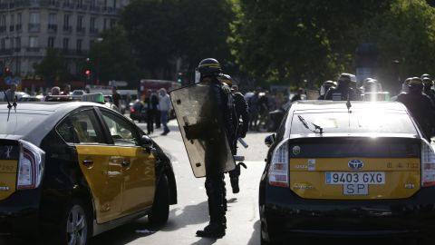 Riot police arrive to intervene at the Porte Maillot station on June 25.