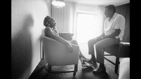 Simone talks with musician Otis Redding in an Atlanta hotel room in 1967.