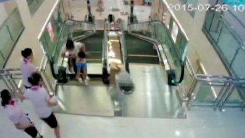 escalator death china cctv_00003004.jpg