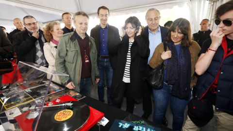 """Global vinyl sales rose 54% in 2014, partly driven by the introduction of """"Record store day"""" around the world. The Mayor of Paris Anne Hidalgo attended her city's event in 2015."""