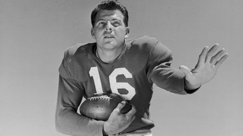 """Former NFL star and longtime sportscaster <a href=""""http://www.cnn.com/2015/08/09/us/frank-gifford-dies/index.html"""" target=""""_blank"""">Frank Gifford</a> died August 9 at his Connecticut home, his family said. He was 84."""